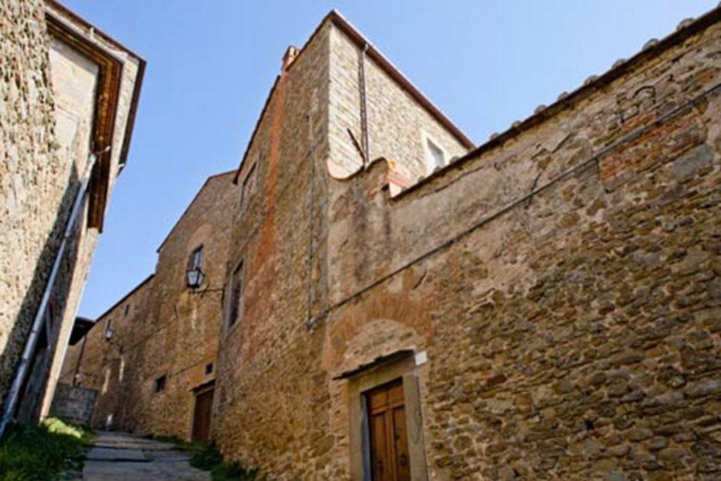 Vista del Monastero di Cortona dalla strada